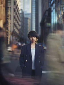 salyu_2000年、Lily Chou-Chouとして2枚のシングルと1枚のアルバムをリリースする。 2004年、小林武史プロデュースのもとSalyuとしてデビュー。以降17枚のシングル、5枚のアルバム、1枚のベストアルバムをリリース。2011年には、「salyu × salyu」として小山田圭吾との共同プロデュース作品「s(o)un(d)beams」を発表し、数多くの海外フェス出演により国外でも注目される。2016年8月には東阪にて対バンライブ「Salyu Live 2016 Sonorous Waves」の開催し、大きな話題となった。9月には「OKAZAKI LOOPS」への出演を果たす。10月には瀬戸内国際芸術祭にて開催される「円都空間 in 犬島 produced by Takeshi Kobayashi」に出演が決定している。